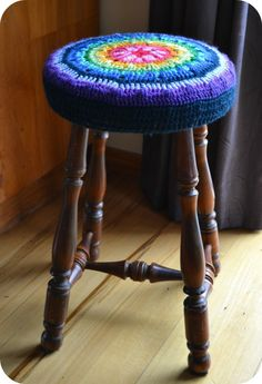 Crochet stool cover tutorial***Oh My Goodness!-- LOVE this fun cover from thegreendragonfly.wordpress.com--Beautiful work!**