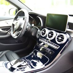 One of the most impressive things about the new AMG C63 and C450 AMG Sport is the updated interior.