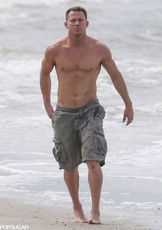 Channing Tatum Goes Shirtless, Shows Off His Perfect Body for a Family Beach Day!: Photo Channing Tatum reveals his chiseled torso and ripped arms as he goes shirtless on the beach for a day of fun with his family on Sunday (September in Savannah,… Alabama, Z Cam, Magic Mike, Shia Labeouf, Le Male, Hommes Sexy, Raining Men, Hot Actors, Beach Day