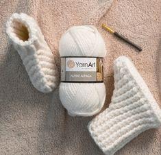 kolay-ev-botu-yapimi Baby Knitting Patterns, Odd Molly, Moda Emo, Michael Kors, Diy And Crafts, Baby Shoes, Slippers, Crochet, Boots