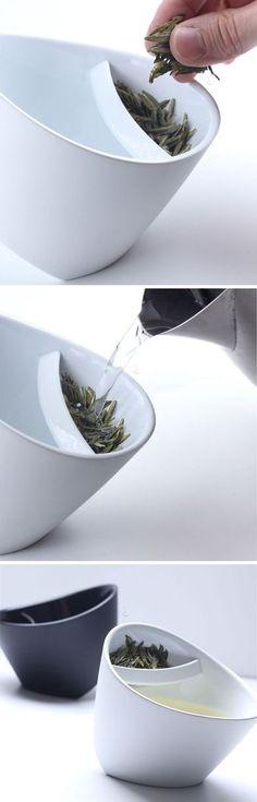 Muy bueno! echas el té, el agua caliente, y cuando está listo giras la base para que deje de estar el té en contacto con el agua. clever!