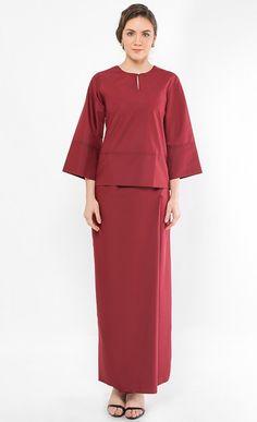 New Baju Kurung : Kurung Kedah Qaseh in Maroon Muslim Fashion, Hijab Fashion, Fashion Dresses, Fasion, Eid Outfits, Curvy Outfits, Kebaya Dress, Blouse Dress, Beautiful Gown Designs