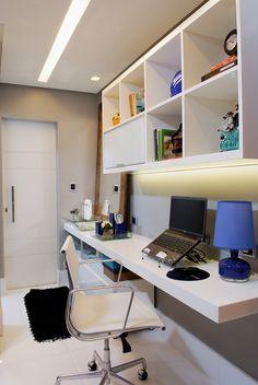 Um jovem médico solteiro é o dono deste apartamento de 60m² na Bahia. Ao planejar a nova decoração de sua residência, ele mesmo fez uma pesquisa de revestimentos e cores. Esta consulta prévia ajudou os arquitetos André Figueiredo e Allex Galletti, do escritório 3A do Brasil Arquitetura, a ter uma ideia inicial de como a …
