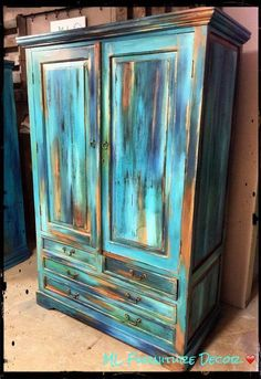 Diy Furniture Unique and eye-catching paint technique called 'Bermuda Blending' …step-by-step instructions and details on paint brands and colors! -Read More –