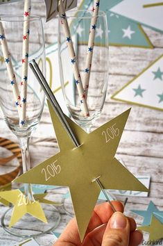 Silvester-Freebies Welcome 2015 Cuchikind - DIY-Kids-Lifestyle # Cheap Party Decorations, Diy Birthday Decorations, New Years Decorations, Valentines Bricolage, Valentines Diy, Christmas Party Decorations, Christmas Diy, Diy For Teens, Diy For Kids