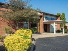 Leesburg (VA) Days Inn Leesburg United States, North America Located in Leesburg, Days Inn Leesburg is a perfect starting point from which to explore Leesburg (VA). Featuring a complete list of amenities, guests will find their stay at the property a comfortable one. To be found at the hotel are pets allowed, disabled facilities, business center, 24hr room service, car park. Guestrooms are fitted with all the amenities you need for a good night's sleep, including daily newspap...