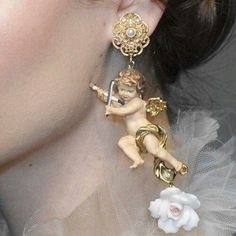 When picking gold earrings you need to look at the gold's karat factor. Different karat numbers are what explain simply just how much pure gold remains in the earrings. Piercings, Cute Jewelry, Jewelry Accessories, Accesorios Casual, Trends 2018, Swagg, Grunge, Bling, Fancy