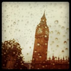 Big Ben on a rainy day in #London 10°C I 50°F #BurberryWeather
