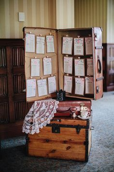 Vintage style seating plan - using old suitcase/trunk