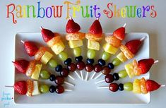 New fruit kabobs for party kids skewers ideas Fruit Appetizers, Appetizers For Kids, Fruit Snacks, Holiday Appetizers, Party Dishes, Fruit Dishes, Fruit Trays, Party Trays, Rainbow Fruit Skewers