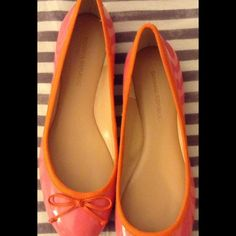 """Banana Republic Ashley ballet flats 7.5 How cute are these in pink and orange?! 7.5 and they measure about 9 1/2"""" long Banana Republic Shoes Flats & Loafers"""