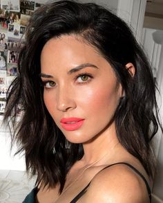 Olivia Munn hair and makeup perfection Celebrity Makeup Looks, Celebrity Beauty, Beauty Makeup, Hair Makeup, Hair Beauty, Black Hair Magazine, Bella Thorne, Pink Lips, Messy Hairstyles