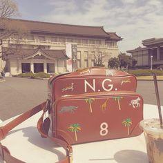 Día de museos .  Primera parada : Museo Nacional de Tokio , el más antiguo de Japón , data 1872 .  #museumtime  #verytroubledchild  #likewesanderson   #monogrameverything  #coffeebreak