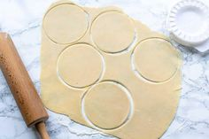 Want to learn how to make homemade empanada dough? Try this easy empanada dough recipe. You can make it by hand or with a kitchen machine. Empanadas Recipe Dough, Empanada Dough, Beef Empanadas, Dough Recipe, Mini Quiches, Gourmet Recipes, Mexican Food Recipes, Cooking Recipes, Bread Recipes
