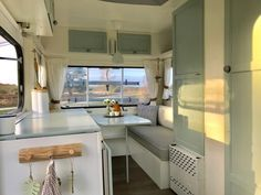 Latest Pic Vintage Caravans makeover Thoughts Is the best caravan many chemical, no design? Here's at this moment to change your interior. Caravan Interior Makeover, Trailer Interior, Camper Makeover, Camper Renovation, Camper Interior, Retro Caravan, Camper Caravan, Retro Campers, Vintage Campers