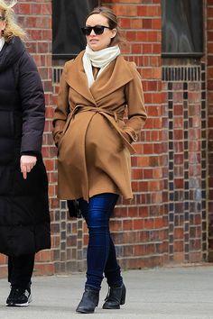 Stylish & Pregnant: The Best Dressed Celeb Mums-To-Be.    http://www.glamourmagazine.co.uk/fashion/celebrity-fashion/2011/05/pregnant-stylish-celebrities#!image-number=32