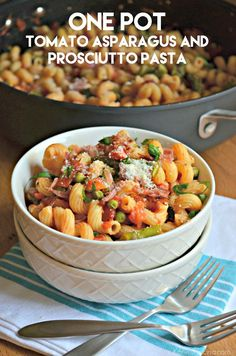 One Pot Tomato Asparagus and Prosciutto Pasta recipe. Perfect quick dinner recipe with a healthy sauce. Pair this quick 25 minute dinner with a salad! One Pot Dinners, Easy One Pot Meals, Pasta Dinners, Yummy Pasta Recipes, Quick Dinner Recipes, Great Recipes, Healthy Recipes, Kitchen Recipes, Cooking Recipes