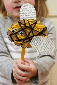 Easy wool and cardboard bee for toddlers.