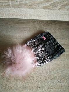 Pavlak /  čiapočka pudrova šedá Fur Slides, Beanie, Fashion, Moda, Fashion Styles, Beanies, Fashion Illustrations, Beret