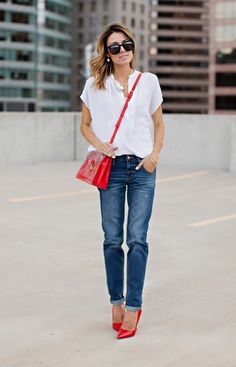 Slim Boyfriend Jeans: Boyfriend jeans are no new trend to the fashion game, but can sometimes be a tricky look to balance. Their loose fit threatens to mask femininity, but when balanced just right can look as ladylike as ever.