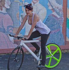 Fixie girls XXII | Shared from http://hikebike.net