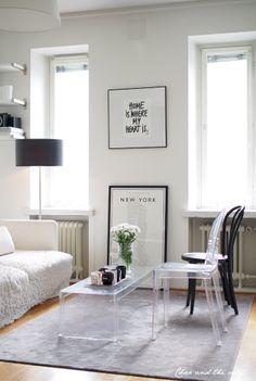 Our livingroom in Tölö, Helsinki: http://divaaniblogit.fi/charandthecity/2014/03/20/muuttosuunnitelmia/