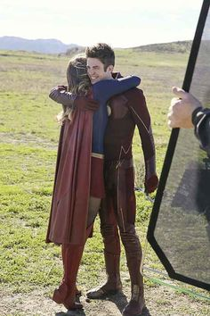 : Photo A congrats is in order for Melissa Benoist and Grant Gustin! The highly-anticipated crossover event between Supergirl and The Flash did amazing ratings-wise! Flash And Supergirl Crossover, Flash Crossover, Supergirl And Flash, Dc Comics Peliculas, Series Dc, Superhero Shows, The Flash Grant Gustin, Supergirl 2015, Dc Legends Of Tomorrow