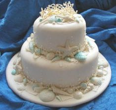 Wedding Cakes Pictures: Seashell Wedding Cake - Blue Trim