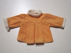 Schoene-alte-Puppenkleidung-Suesses-lachsfarbenes-Kleid
