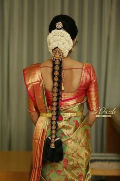 Ideas For Indian Bridal Hairstyles Wedding Blouse Designs South Indian Wedding Hairstyles, Bridal Hairstyle Indian Wedding, Bridal Hair Buns, Bridal Hairdo, Indian Bridal Fashion, Indian Hairstyles, Hair Wedding, Indian Wedding Sarees, Bridal Sarees South Indian