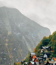 """ellen k/reative sanoo Instagramissa: """"A gloomy day in Hallstatt, Austria☁️ _____________ Synkkä päivä Hallstatt, Itävallassa☁️"""" Mount Everest, Mountains, Nature, Travel, Instagram, Naturaleza, Viajes, Destinations, Traveling"""