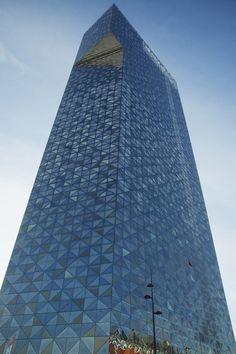 Gert Wingårdh: Scandic Victoria Tower, Stockholm Amazing Buildings, Modern Buildings, Amazing Architecture, Modern Architecture, Building Facade, Building Structure, Facade Design, Wall Design, Glass Curtain Wall