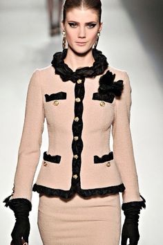 office fashion, woman fashion, style, dress, suits, classic chanel look, chanel suit, black, blush