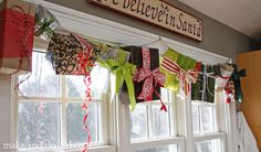 50 Traditional and Modern Christmas Window Decorations