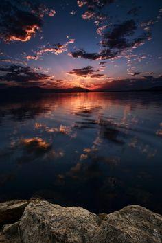 "expressions-of-nature: ""Salton Sea Sunset: Rich Bitonti"" Sunset Wallpaper, Scenery Wallpaper, Wallpaper Backgrounds, Phone Backgrounds, Beautiful Nature Wallpaper, Beautiful Sky, Beautiful Landscapes, Aesthetic Pastel Wallpaper, Aesthetic Backgrounds"