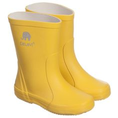 CeLaVi pride themselves in their expertly hand crafted wellies made from natural rubber. These classic yellow rain boots are not only ideal for keeping feet drybut have auniquely developed sole so they are comfortable for hours of playing, and they are suitable for both boys and girls.<br /> <ul> <li>Natural rubber with fabric lining</li> <li>Wipe clean</li> <li>Suitable for both boys & girls</li> </ul>