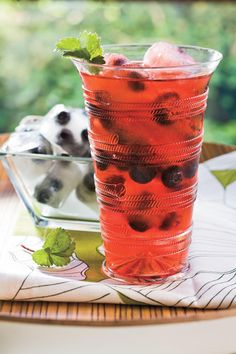 Cool, Refreshing Summer Cocktails: Punch and Cocktail Summer Drink Recipes: Berry Splash