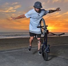 Sunset with Bo Wade #ridegaston #gaston #ride #rider #bmx #bmxlife #bmxflat #ridebmx #bmxfamily #tattoo #tatouage #men #dude www.ridegaston.com