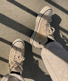 Outfits With Converse, Converse Shoes, Vans, Casual Ootd, Junior Year, Hype Shoes, Crocs, Heeled Boots, Kicks