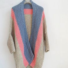 Photos and Videos - Knitting Projects Knitting Projects, Knitting Patterns, Crochet Patterns, Cable Knit Cardigan, Knitted Poncho, Jackets For Women, Clothes For Women, Sweater Jacket, Lana
