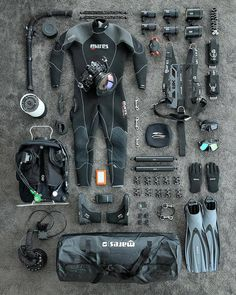 @travel.mood  Voyages gratuit Voyages liberté Scuba Gear, Diving Equipment, Mountaineering, Police Cars, Cinematography, Firefighter, Weapons, Challenges, Military