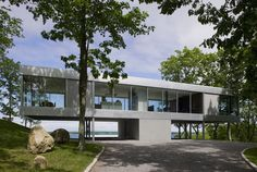 This modern glass and steel house makes a modern day addition to this wooded Shelter Island, New York setting. Architecture firm Stuart Parr Design produced use Cantilever Architecture, Residential Architecture, Contemporary Architecture, Architecture Design, Natural Architecture, Architecture Today, Industrial Architecture, Shelter Island New York, Steel Home Kits