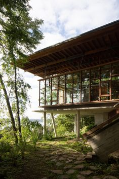 Stilted Apus House by Aguilo + Pedraza peeks through Chilean forest - Architecture Architecture Unique, Tropical Architecture, Sustainable Architecture, Pavilion Architecture, Residential Architecture, Landscape Architecture, Modern Tropical House, Tropical Houses, Patio Design