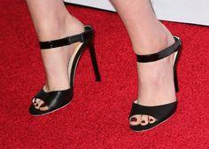Pin for Later: Ist Kristen Stewart immer noch der Rebell auf dem roten Teppich? Kristen Stewart in Jimmy Choo Sandalen