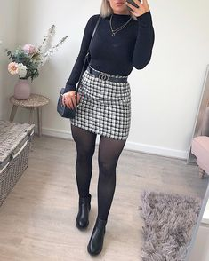 🖤🍂 I& getting into this floor lay thingies🤣 ! -Skirt- 🖤 jumper, boots and bag - Posted in 2 days whaaaat ! Winter Fashion Outfits, Fall Winter Outfits, Look Fashion, Autumn Fashion, Womens Fashion, Dresses For Winter, Winter Outfits With Skirts, Ladies Fashion, Work Outfit Winter