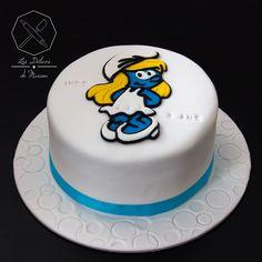 Cake design. Gâteau personnalisé en pâte à sucre sur le thème Schtroumpfette. Sugar paste Smurfette themed cake by Les Délices de Marion.