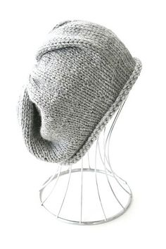 Ravelry  Simple Slouchy Beanie pattern by Kelly Kingston--Free pattern and  I love the grey yarn. 10a7a9d5ccdc