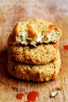 "Cheezy Vegan Cauliflower Nuggets from Divine Healthy Food. What a great alternative to soy ""chicken"" nuggets! Cauliflower Nuggets, Vegan Cauliflower, Cheesy Cauliflower, Cauliflower Cakes, Raw Food Recipes, Vegetarian Recipes, Cooking Recipes, Vegan Main Dishes, Vegan Burgers"