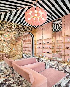 Boutique Interior, Salon Interior Design, Modern Interior Design, A Boutique, Interior Decorating, Milan Boutique, Shoe Store Design, Home Modern, Shop Organization