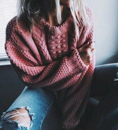 pink knits + denim Oversized sweater / Distressed Jeans / Sweater Weather / Cute winter outfits / Cute outfits for winter / Fall Fashion Mode Outfits, Casual Outfits, Fashion Outfits, Womens Fashion, Sweater Outfits, Pullover Outfits, Legging Outfits, Sweater Fashion, Fashion Tips